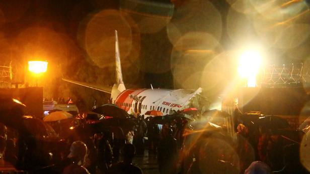 Inde:Un avion de ligne sort de la piste, au moins 14 morts et 15 blessés graves
