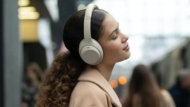 Sony anuncia unos auriculares que te permiten hablar sin quitártelos