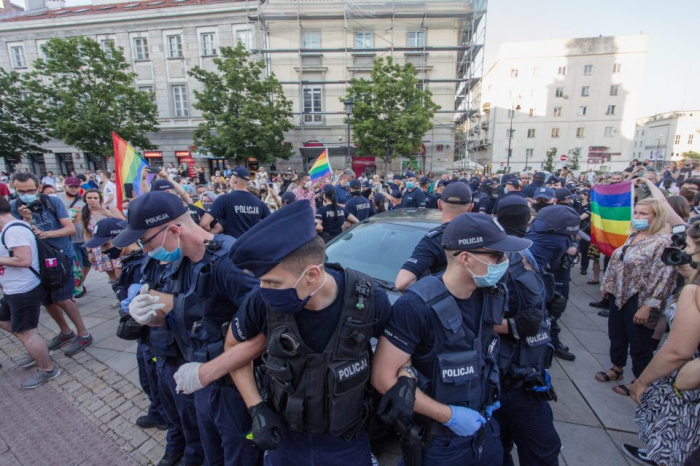 Polish police detain 48 after LGBT protesters hang rainbow flag on statues of Jesus