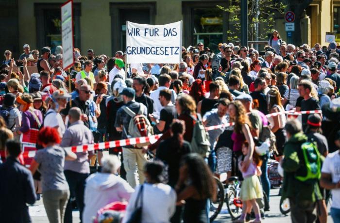Protest gegen Coronavirus-Maßnahmen in Stuttgart