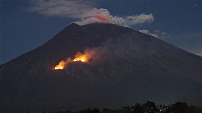 Sinabung entra en erupción en Indonesia