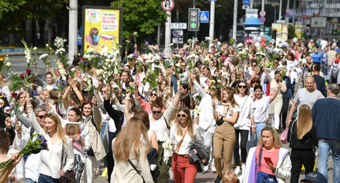 Centenares de mujeres protagonizan una marcha en Minsk