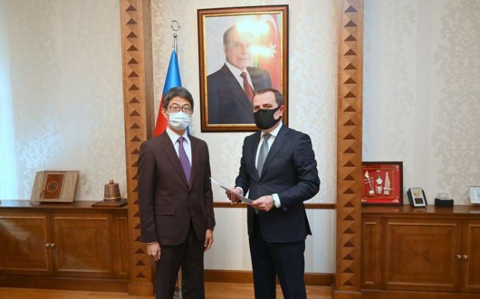 Jeyhun Bayramov recibe al nuevo embajador de Japón