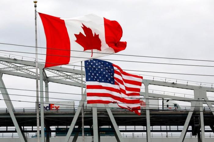 Canada, U.S. agree to extend border closure
