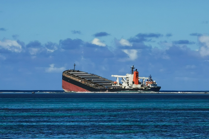 Tanker leaking tons of oil breaks in two off the coast of Mauritius   -  NO COMMENT