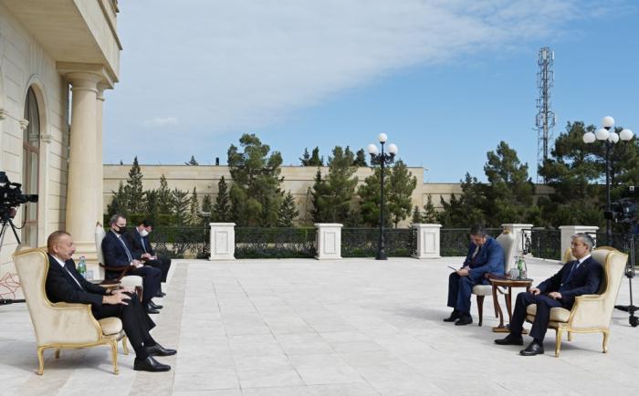 Azerbaijani President accepts credentials of new ambassador of Uzbekistan