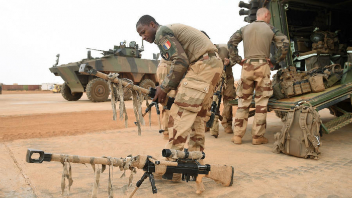 Mali soldiers detain senior officers in apparent mutiny