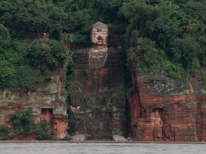 China evacuates 100,000 asYangtze river floods threaten UNESCO heritage site