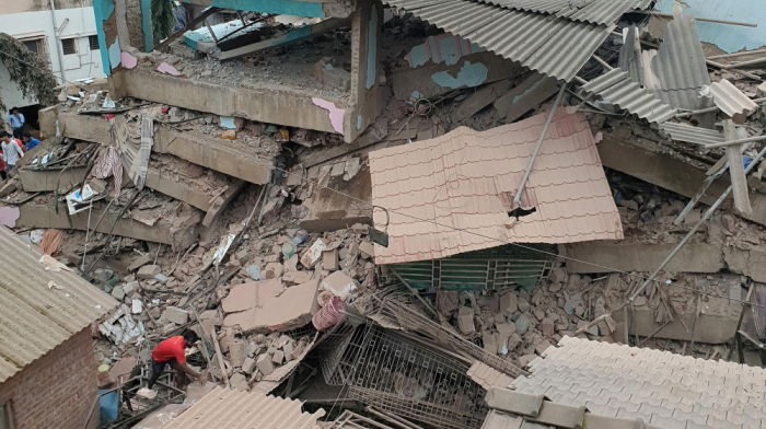 Two dead and 18 trapped asfive-storey building collapses in India