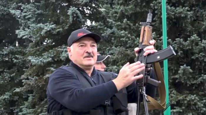 Lukashenko brandishes rifle amidBelarus protests -  NO COMMENT