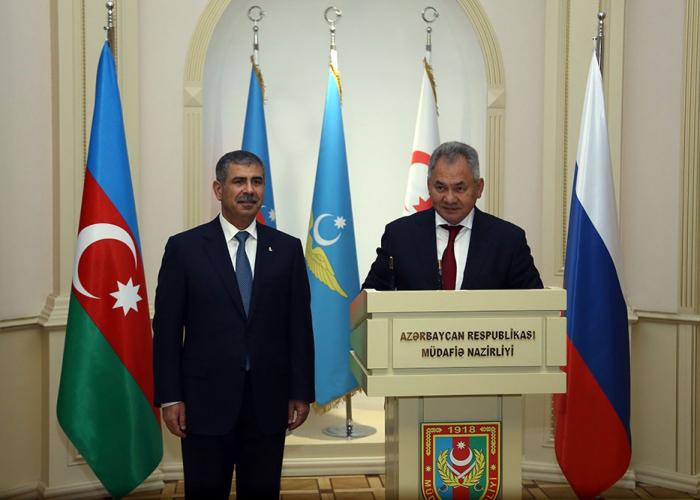 Der Verteidigungsminister traf sich mit seinem russischen Amtskollegen