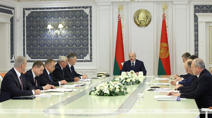 Belarusian president ready for dialogue with labor and student collectives