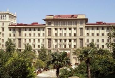 Abordancuestiones relacionadas con el desarrollo de las relaciones entre Azerbaiyán e Irán
