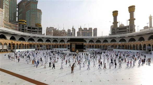 الحاج يؤدون طواف الوداع في مكة المكرّمة