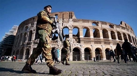 إيطاليا تطرد إماماً مصرياً وتونسيين