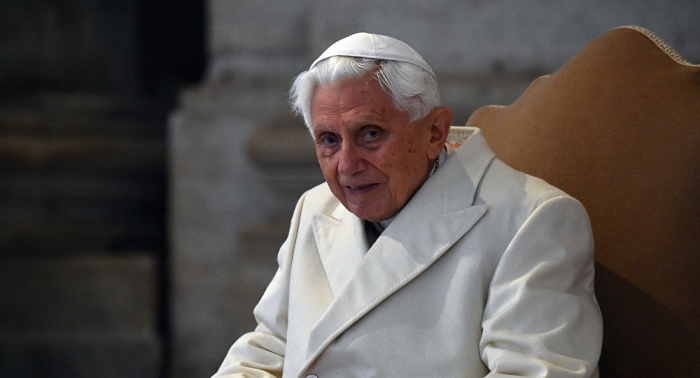 Keçmiş Roma Papası ağır xəstəliyə tutuldu