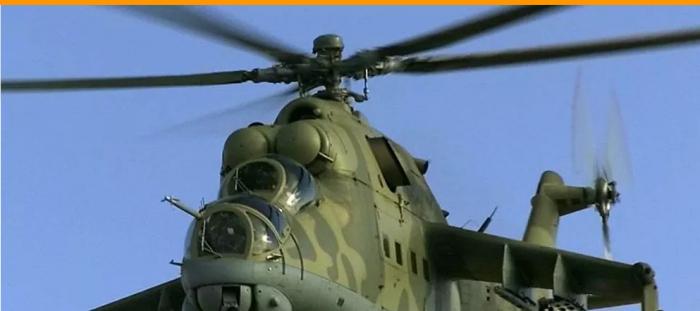 """فيديو من قمرة القيادة ...""""مي-25"""" تحلق فوق مدينة سورية"""