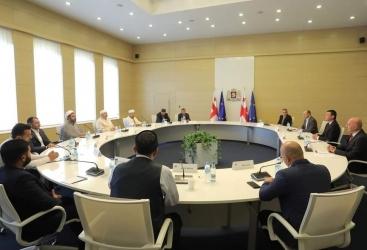 Premier georgiano se reúne con representantes de la comunidad musulmana