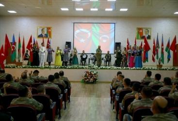 """Celebran una ceremonia solemne bajo el lema """"La fraternidad azerbaiyano-turca es eterna e inviolable"""""""