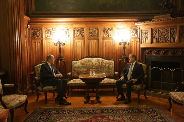 Azerbaijani, Russian FMs hold one-on-one meeting