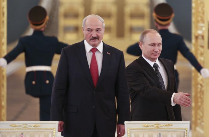 Lukaşenko Putinlə təcili danışmaq istəyir