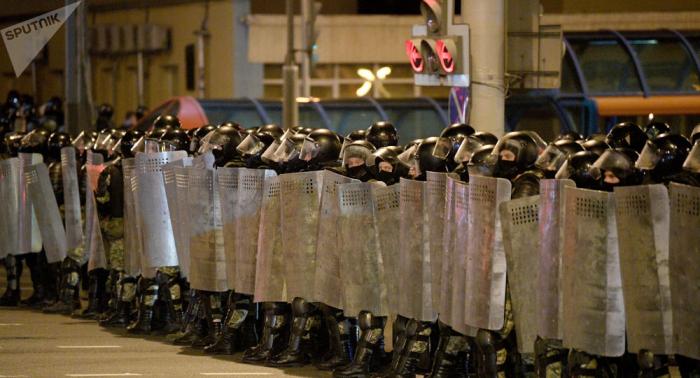 Silahlı qüvvələr Minskdən çıxarıldı