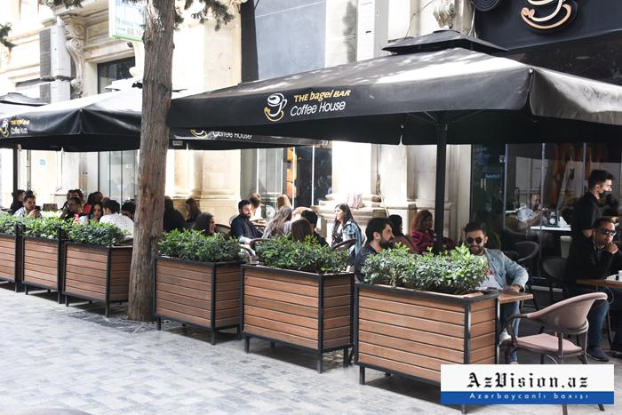 Kafe və restoranlar saat 22-dək işləyəcək