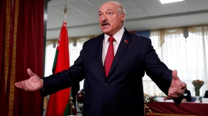 """Lukaşenko:  """"Seçkilər bayram kimi keçirildi"""""""