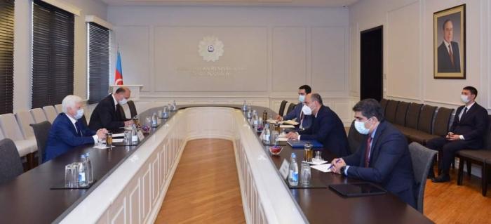 Ministro de Educación azerbaiyano se reúne con el Embajador de Rusia