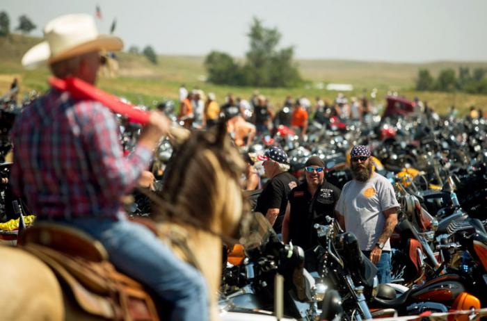 Un grand rassemblementde motards organisé aux USAmalgré le coronavirus