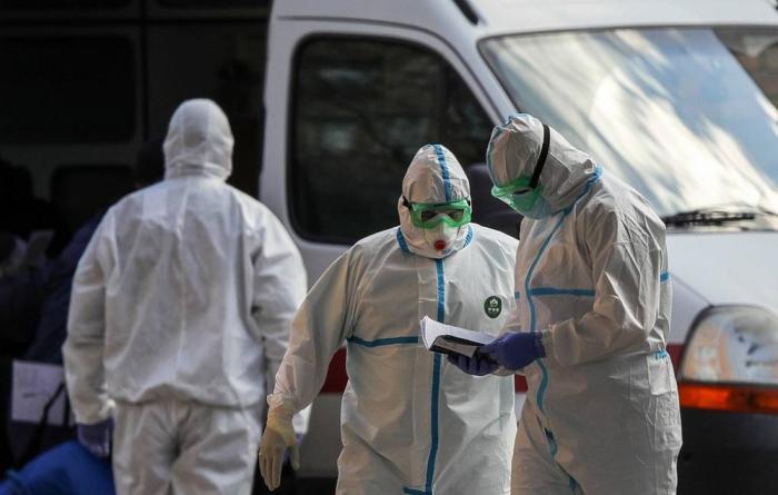 Rusiyada koronavirusa yoluxanların sayı 900 mini ötdü