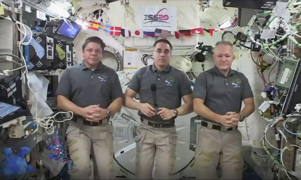 Two Nasa astronauts prepare for rare splashdown