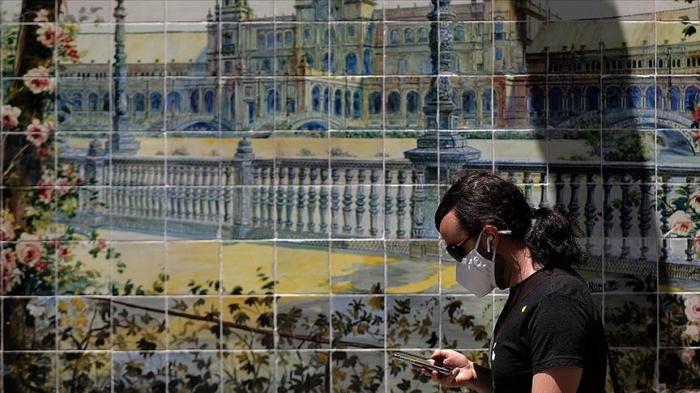 Spain to close nightclubs, limit public smoking