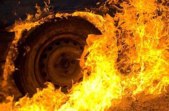 Biləsuvarda maşın yandı