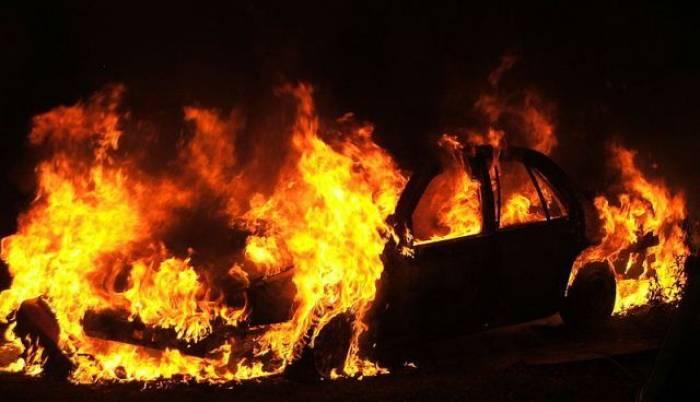 Sumqayıtda avtomobil yandı
