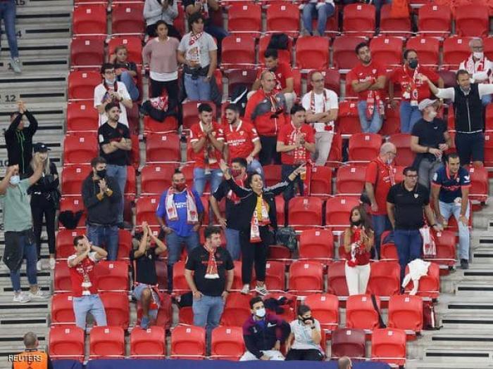 """كأس السوبر الأوروبية.. الجماهير """"تنتصر"""" على كورونا"""