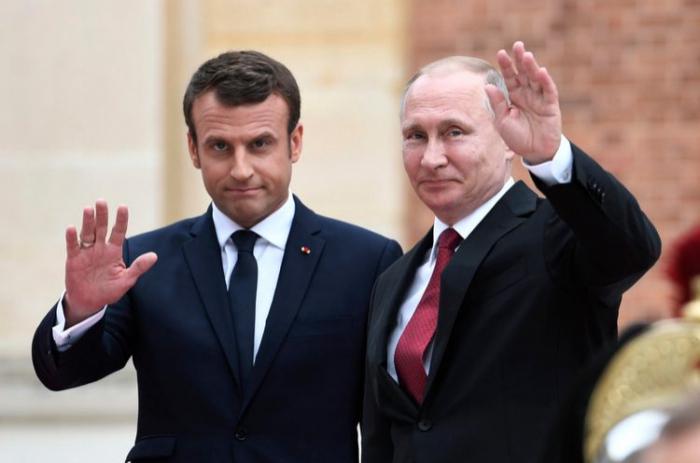Makron Putinlə Navalnını müzakirə etdi