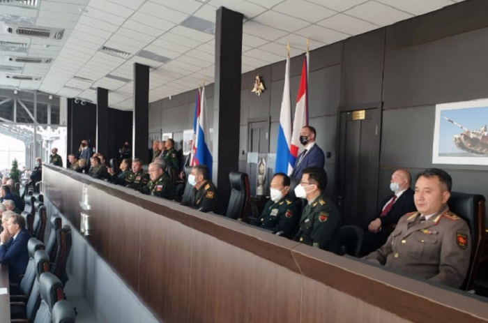 "Azerbaijan defense minister watches final stage of ""Tank Biathlon"" contest  - PHOTO"