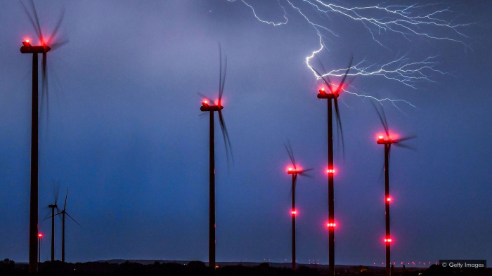 Can wind turbines withstand the world's worst storms -   iWONDER