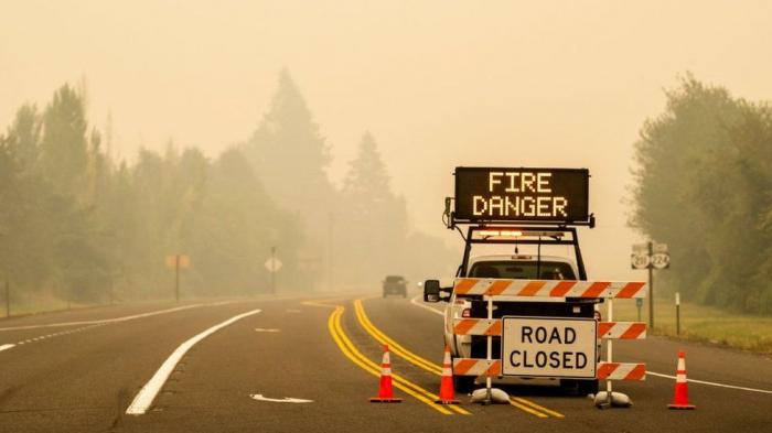 Half a million people flee deadlyOregon wildfires