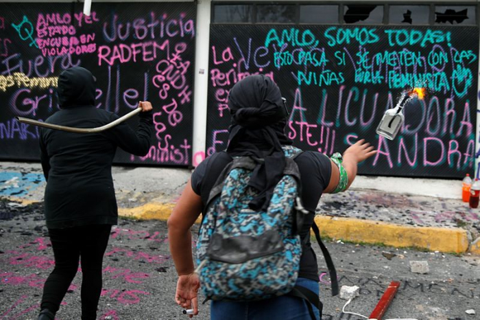 Mexican activists protesting violence against women set building on fire