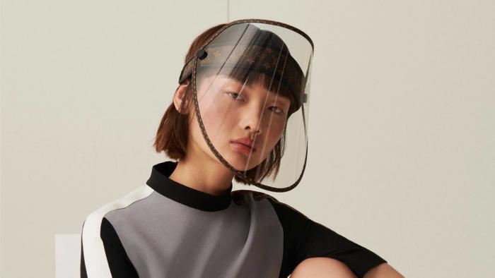 Louis Vuitton venderá protectores faciales de lujo con su reconocible monogramaen medio de la pandemia