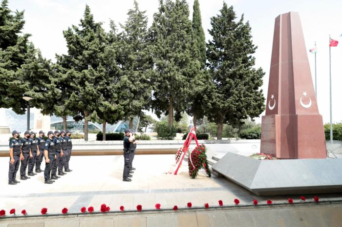 """Polislər """"Türk Şəhidliyi"""" abidəsini ziyarət edib"""
