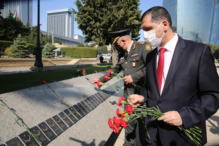 Azerbaijani general, Turkish envoy visit Alley of Martyrs, Turkish Martyrs' Memorial -   PHOTO