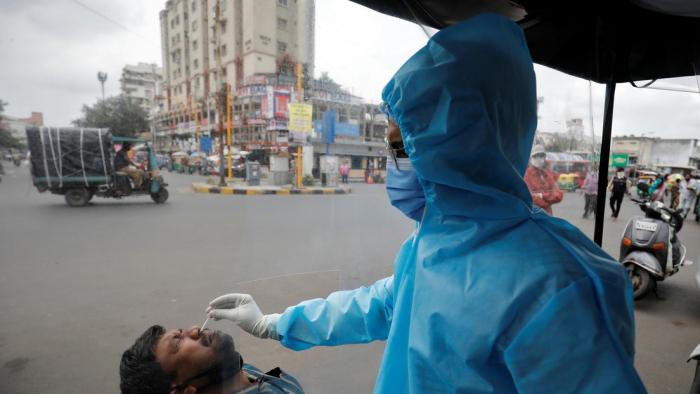 Los casos de coronavirus sobrepasan los 30 millones en todo el mundo