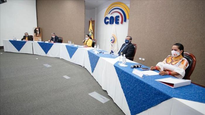 Después de aprobar convocatoria a presidenciales, Consejo Electoral de Ecuador elimina partido político de Rafael Correa