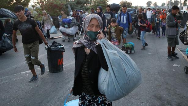 Lesbos: quelque 6000 des 13.000 réfugiés installés dans le nouveau camp