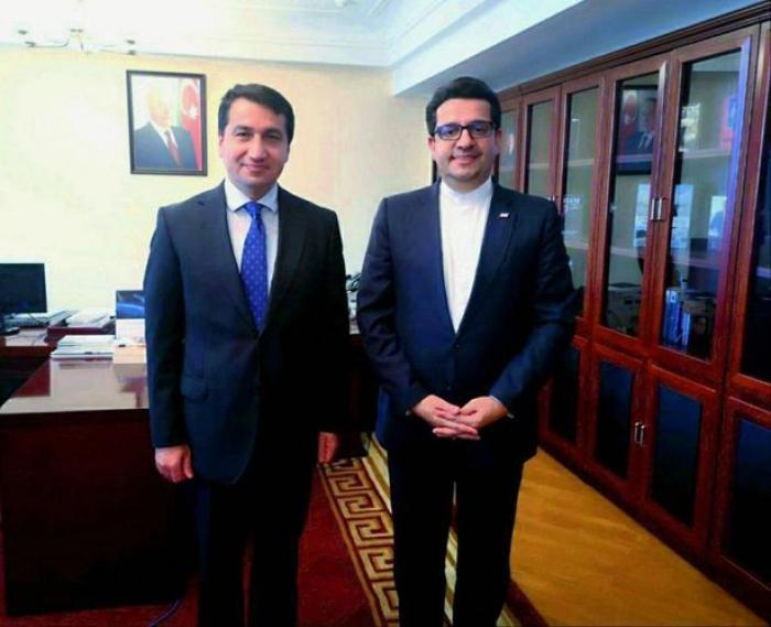 Hikmat Hajiyev realiza una reunión con el embajador iraní