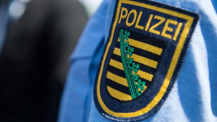 Polizist droht Demonstranten