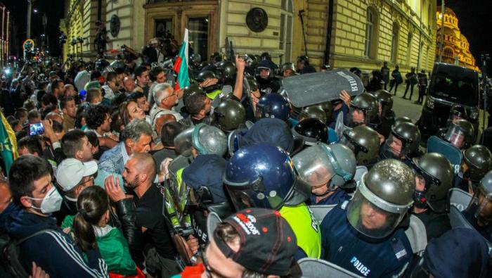 Konfrontationen zwischen Demonstranten und Polizei - Bulgarien